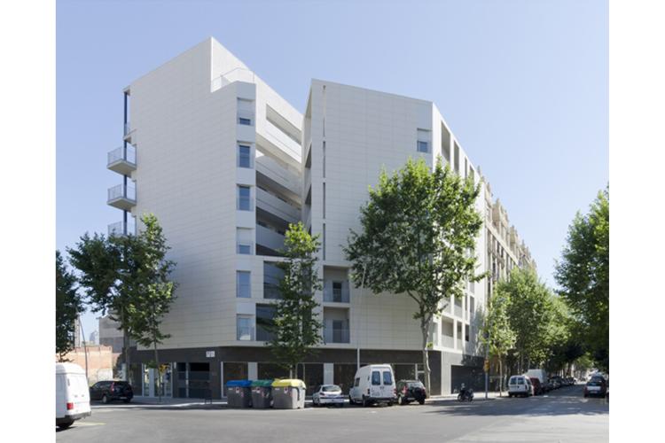 Edifici 53 habitatges socials al sector 22 premios de for Oficina habitatge eixample
