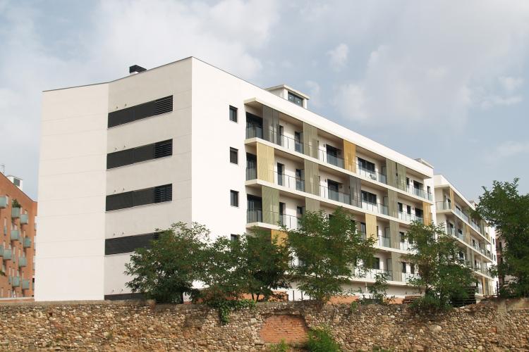 74 habitatges a al carrer algessires de sabadell premios for Oficinas sabadell zaragoza