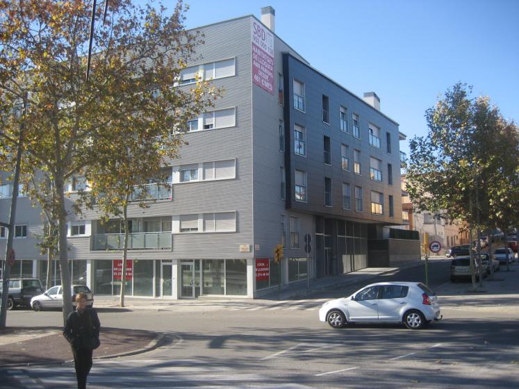 92 habitatges al carrer manuel de falla de sabadell for Oficinas sabadell zaragoza